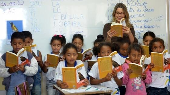 A alfabetização no Brasil deve levar em conta a necessidade de tornarmos as crianças cidadãs letradas já enquanto aprendem a ler e escrever. Foto: Elza Fiuza/Agência Brasilv