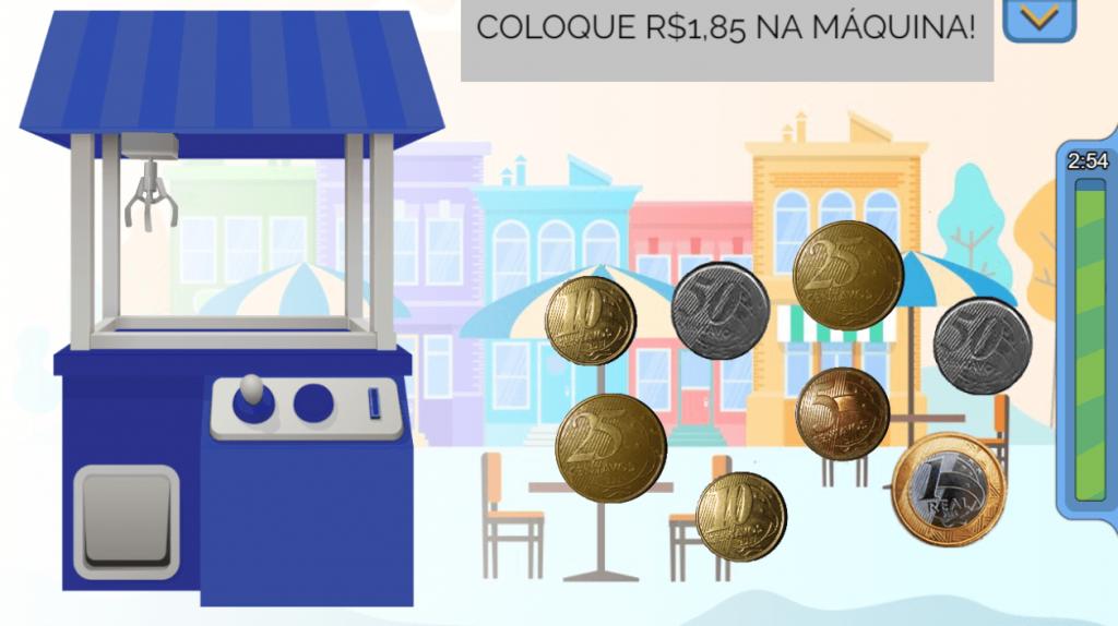 """Print do jogo que exibe a máquina das surpresas, à esquerda, moedas à direita e o objetivo do jogo acima - """"coloque R$ 1,85 na máquina!"""". Sugestão de férias 3."""