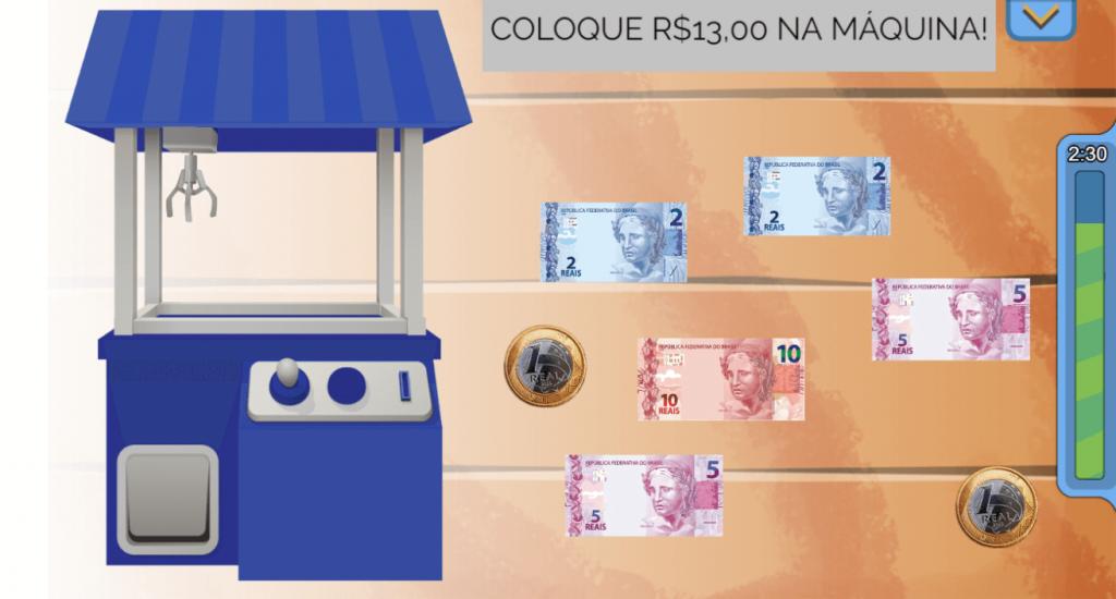 """Print do jogo que exibe a máquina do dinheiro, à esquerda, moedas e cédulas à direita e o objetivo do jogo acima - """"coloque R$ 13 na máquina!"""". Sugestão de férias 4."""