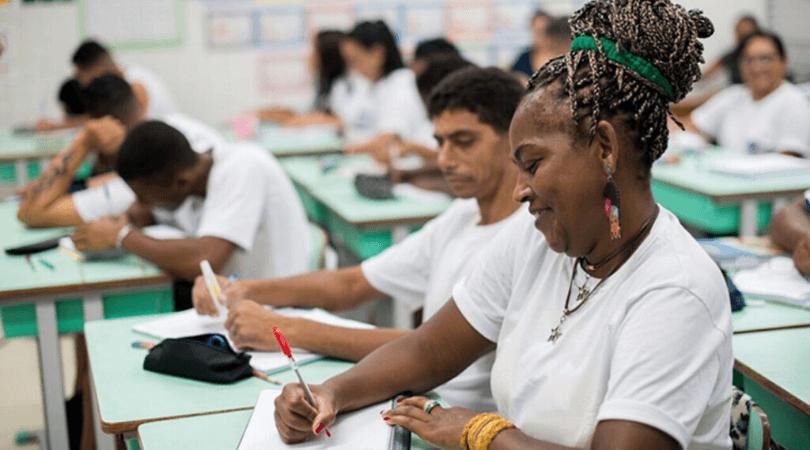 Alfabetizar o adulto fortalece o aprendizado das crianças